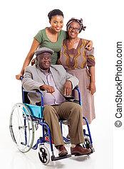 handicapé, homme africain, à, épouse, et, fille