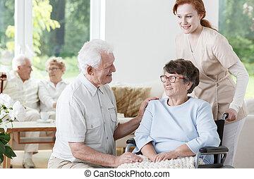 handicapé, infirmière, femme, soutiens, personne agee