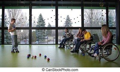 handicapé, intérieur, jouer, deux, boccia, équipes, gens