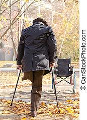 handicappato, crutches, camminare, uomo, one-legged