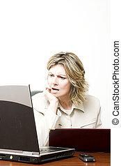 handlowa kobieta, na pracy