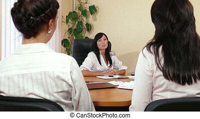 handlowe kobiety, dyskutując