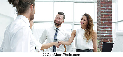 handlowe kobiety, powitać, nawzajem, z, niejaki, uzgodnienie