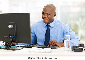 handlowy, amerykanka, komputer, używając, afro, człowiek