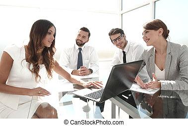 handlowy, finansowy, drużyna, data., analizując