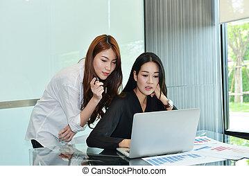 handlowy, inny, asian, każdy, dyskutując, kobiety