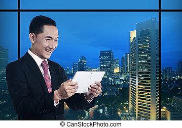 handlowy komputer, tabliczka, pracujący, człowiek