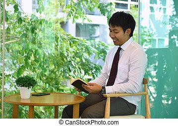 handlowy, książka, osoba, asian, uśmiechanie się, czytanie, człowiek