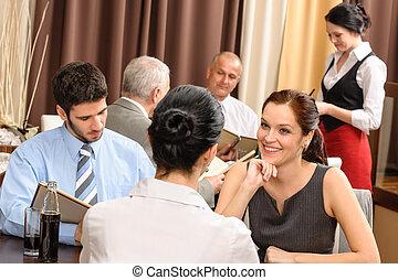 handlowy lunch, wykonawca, kobiety, dyskutować, restauracja