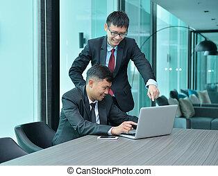 handlowy, pracujące ludzie, laptop, razem, asian, przód, spotkanie pokój