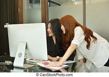 handlowy, pracujący, laptop, asian, używając, kobiety, spotkanie pokój