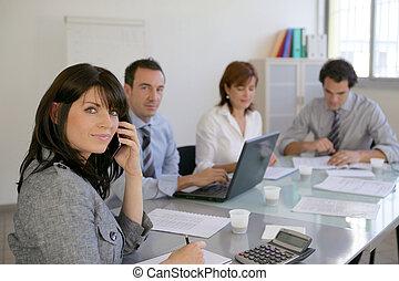 handlowy, profesjonaliści, pracujący razem, na, niejaki, projekt