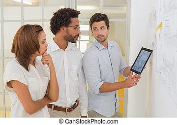 handlowy, tabliczka, ludzie, cyfrowy, używając, spotkanie