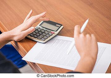 handlowy, wykresy, kobieta, kalkulator