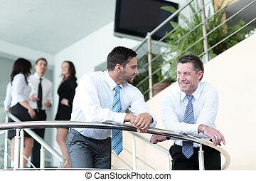 handlowy zaludniają, drużyna, pracujący, w, przedimek określony przed rzeczownikami, nowoczesny, biuro