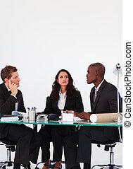 handlowy zaludniają, dyskutując, w, niejaki, spotkanie