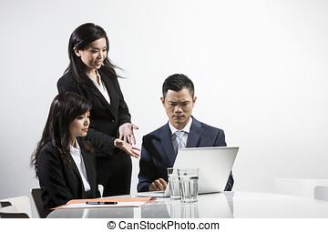handlowy zaludniają, gniewny, razem, asian, spotkanie, posiadanie