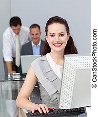 handlowy zaludniają, pracujący, w, biuro