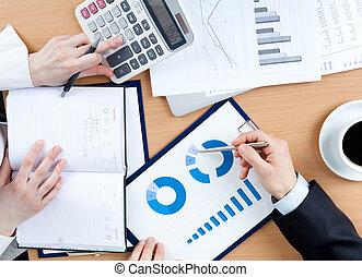 handlowy zaludniają, pracujący, z, dokumenty