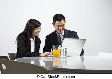 handlowy zaludniają, razem, asian, spotkanie, posiadanie