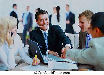 handlowy zaludniają, siła robocza, do góry, meeting., ostatni, potrząsanie