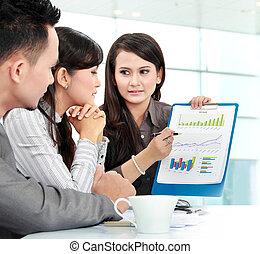handlowy zaludniają, spotkanie, w, biuro