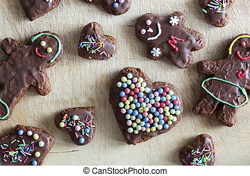 Handmade decorated gingerbread heart and people figures