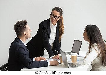 handouts, отчеты, analyzing, coworkers, в течение, встреча