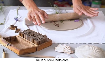 Hands ceramist makes clay plate