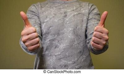 hands., deux pouces haut, geste, approbation, homme, exposition