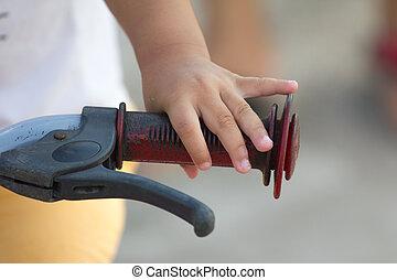 hand's, holčička, a, jezdit na kole, řídítka
