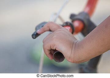 hand's, niña, y, bicicleta, manillar