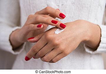 women's hands to apply the cream