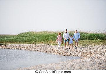 hands., wandelende, familie vakantie, multigeneration, meer, vasthouden