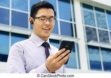 handsfree, móvil, bluetooth, hablar, vídeo, hombre de ...
