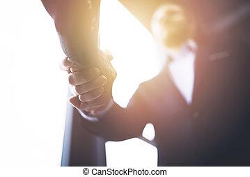 handshaking, bedrijfspersoon, in, de werkkring, met,...