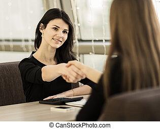 handslag, av, affärsverksamhet partner, in, den, workplace, in, den, ämbete.
