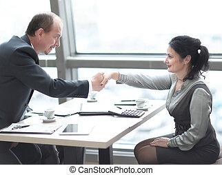 handslag, chef, och, den, klient, över, a, skrivbord