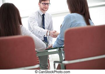 handslag, chef, och, klient, över, den, skrivbord, in, kontoren