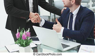 handslag, chef, och, klient, nära, den, bord, in, den, office.photo, med, avskrift tomrum