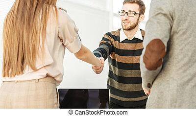 handslag, mellan, den, klient, och, den, chef, av, den, företag, nära, den, workplace