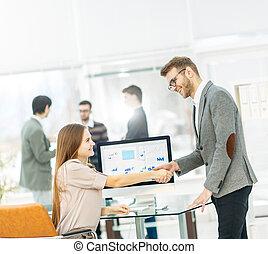 handslag, mellan, jurist, och, klient, efter, granska, den, investering, plan, för, utveckling, av, den, company.
