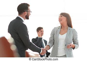 handslag, mellan, kolleger, in, den, workplace