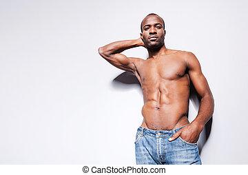 handsome., hoek, shirtless, aanzicht, jonge, tegen, grijze , zeker, black , laag, achtergrond, afrikaan, het poseren, mooi, man