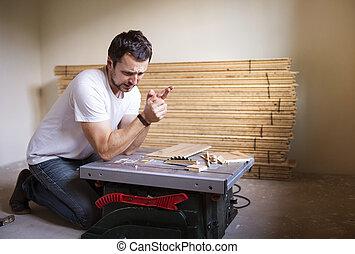 handyman, 持つこと, 事故, 上に, 円形のソー