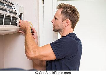 handyman, geconcentreerde