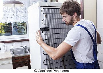 handyman, het proberen, om zich te bewegen, een, fridge
