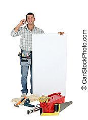 handyman, met, een, plank, links, leeg, voor, jouw, boodschap