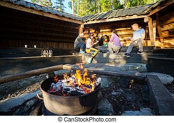 hangar, brûlé, firepit, préparer, amis, repas
