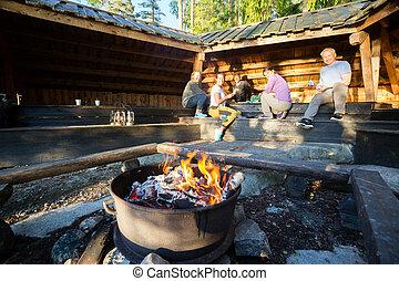 hangar, brûlé, nourriture, firepit, préparer, amis